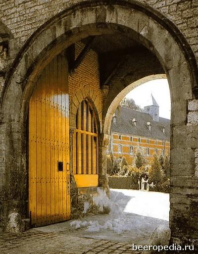 Westmalle - одна из двух траппистских пивоварен, имеющихся во Фландрии, - выпускает крепкие эли с ярко выраженным вкусом хмеля