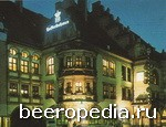 В мюнхенской Hofbrauhäus («Пивоварне королевского двора») полно духовых оркестров и кожаных штанов - «ледерхозенов»