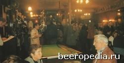 На первом этаже - пиво и бильярд, на втором -место культурного досуга. Паб Old Red Lion - один из лучших театральных пабов Лондона